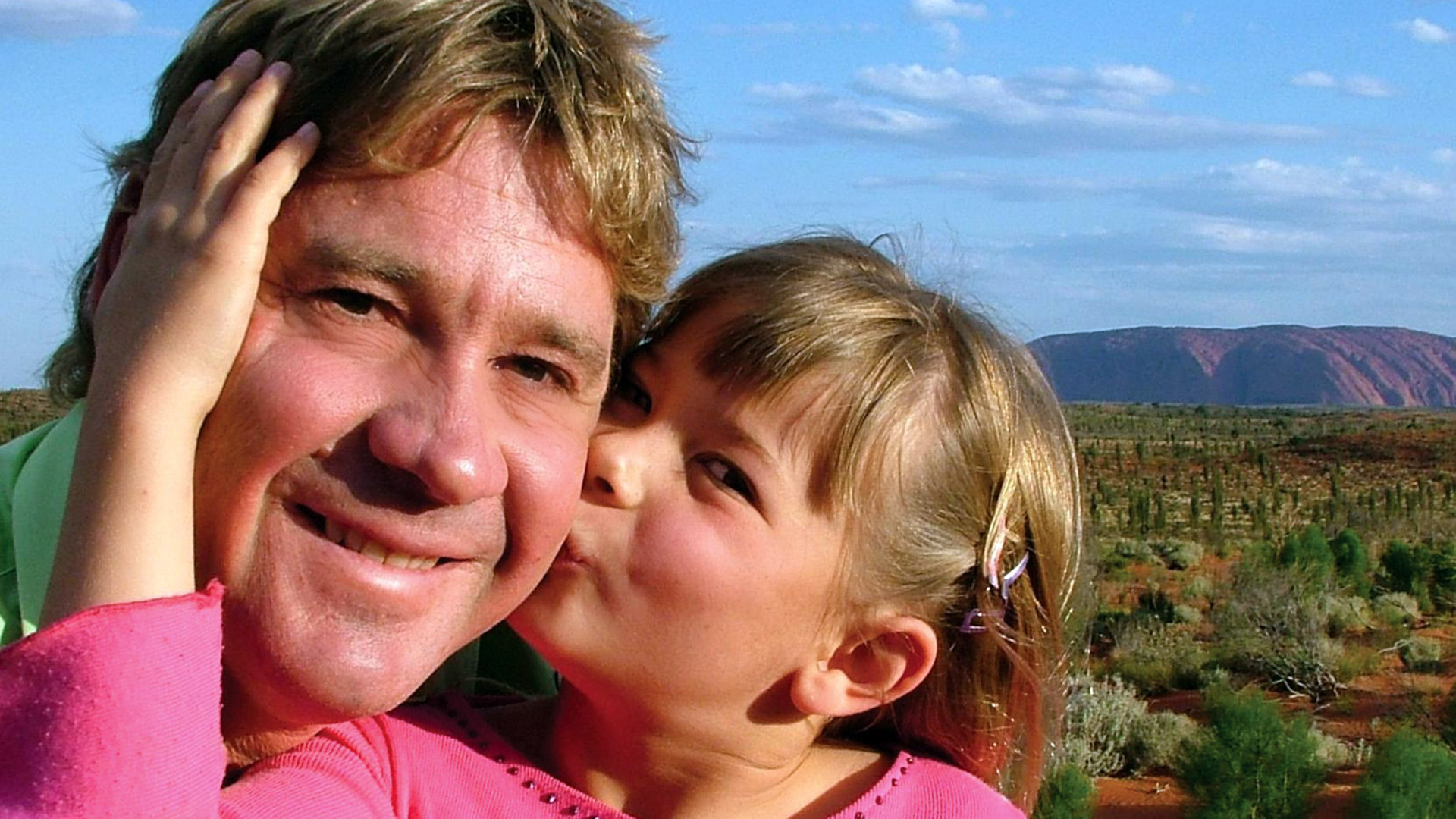 Steve Irwin poses with his daughter Bindi Irwin October 2, 2005 in Uluru, Australia.