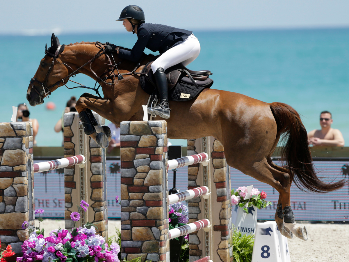 Eve Jobs during an equestrian contest