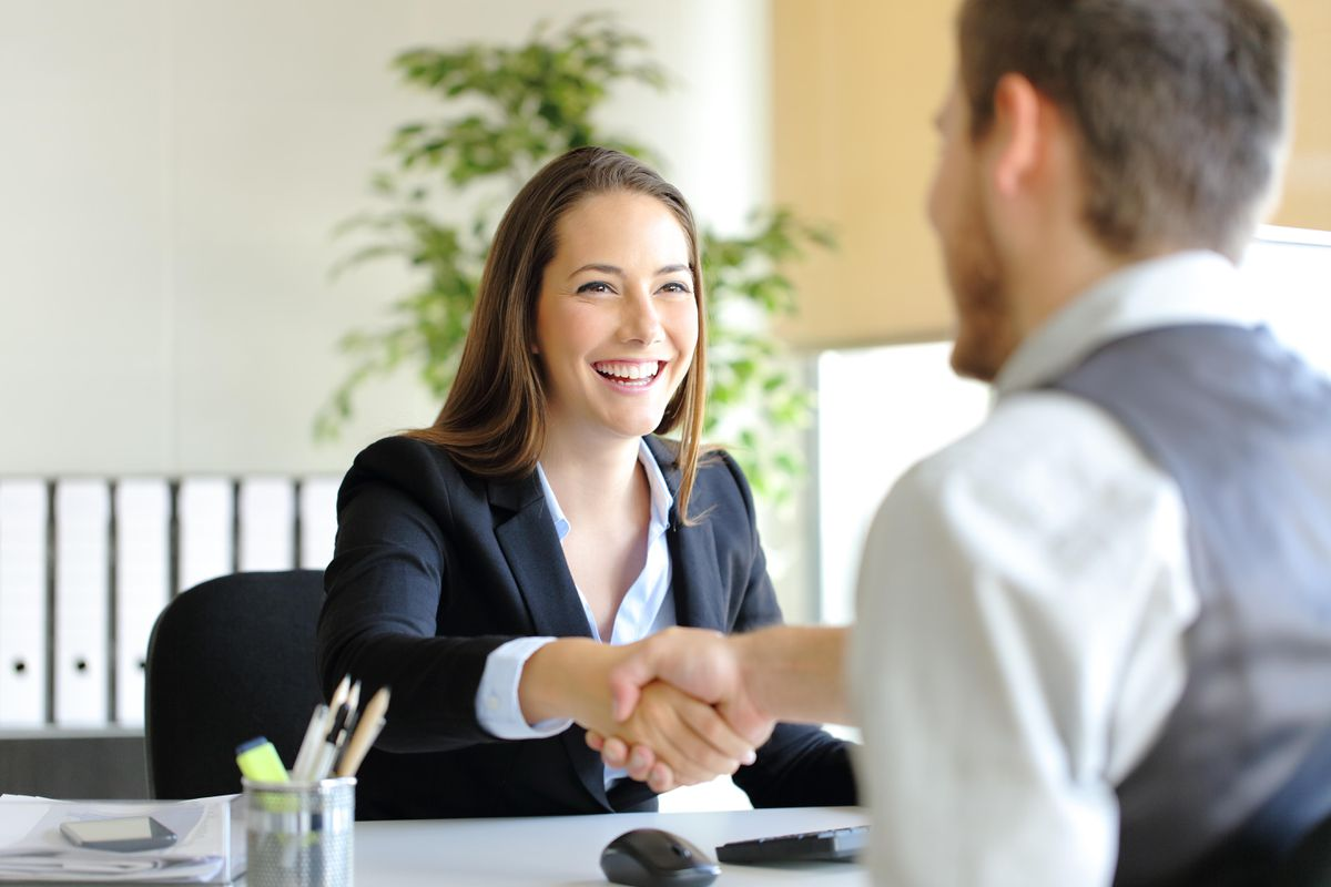 2 Types of Questions That People Should Ask During a Job Interview